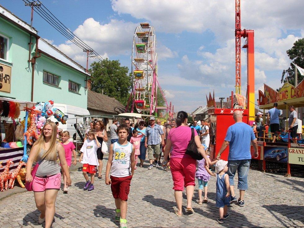 Tradiční Anenské pouti v Drahotuších přálo v sobotu počasí. Na akci zamířily davy lidí.
