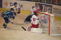 Přerovští hokejisté nezvládli třetí semifinálové utkání a před svýmy fanoušky prohráli 2:3.