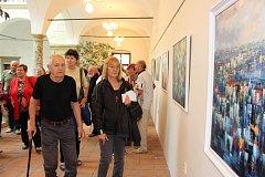 Slavnostní vernisáží výstavy Nekonečno Karla Konečného odstartovaly ve středu 9. května Jazzové dny v Hranicích. V Galerii severní křídlo zámku bude expozice hranického výtvarníka k vidění do 1. června.