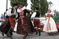 Návštěvníkům se kromě zahraničních hostů představily místní soubory Kosíř a Malý Kosíř.