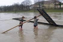 V pondělí 30. března byl na řece Bečvě vyhlášen stav bdělosti, čili první stupeň povodňové aktivity.