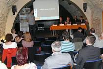 Diskuze odborníků i veřejnosti v Hranicích nad možností přímé volby starostů