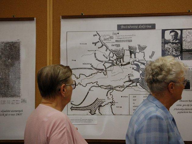 Výstava v informačním centru v přerovské velké pasáži mapuje, jak probíhala srpnová okupace vojsk Varšavské smlouvy v Přerově.