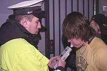 Kontrola zákazu nálévání alkoholu mladistvým