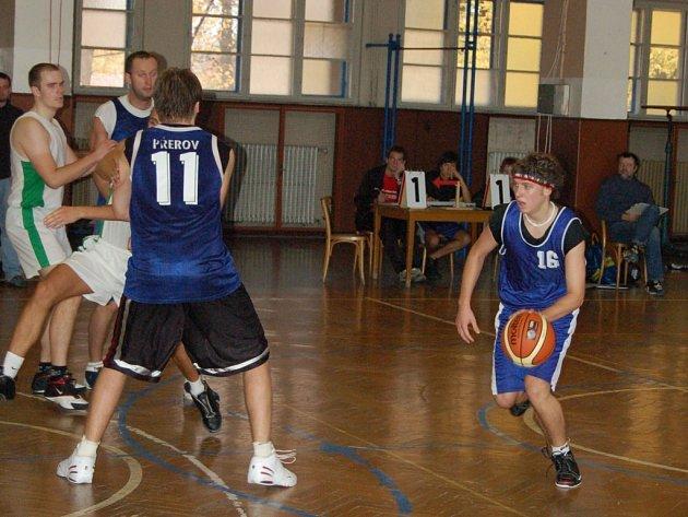 Mladý tým TBS Sokol Přerov vydřel v Ostravě vítězství.