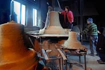 S maximální péčí se nyní zvonaři věnují přípravě formy budoucího zvonu.