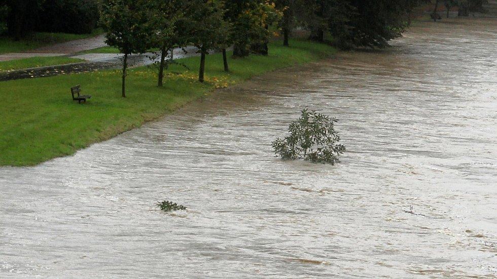 Bečva v lázních Teplice nad Bečvou ve středu 14. října 2020 v 9 hodin.