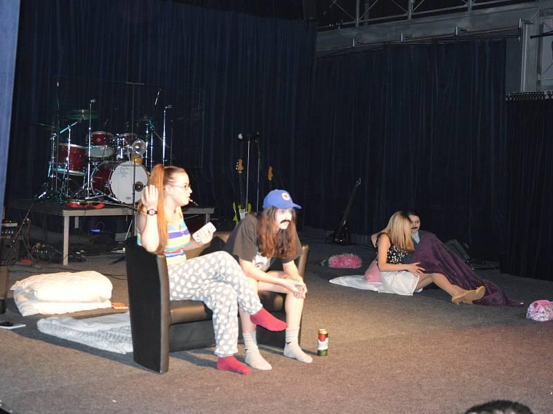Další ročník studentské akce To nejlepší z gympla vyprodal v pátek 17. února hranické Divadlo Stará střelnice.