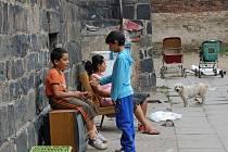 Romové ze Škodovy ulice v Přerově si můžou koupit uhlí na zimu. Hned tak brzy se totiž stěhovat nezačnou.