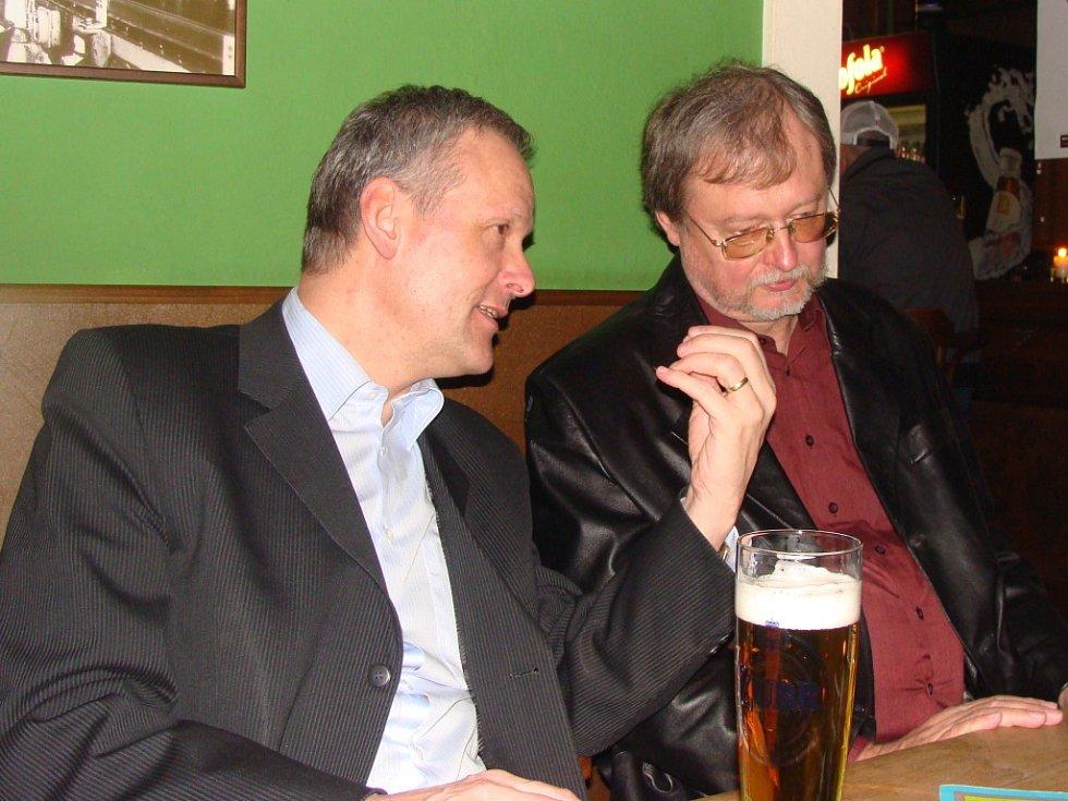 Pořádnou hudební smršť zažila v pátek večer přerovská restaurace Pivovar. Na koncert pražské kapely Takin off zavítal i ministr pro místní rozvoj Cyril Svoboda.