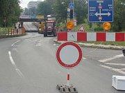 Kolony aut se tvoří na objížďce v Dluhonicích. Svízelná dopravní situace v Přerově panuje už od začátku září, kdy se zde začal opravovat podjezd v Předmostí.