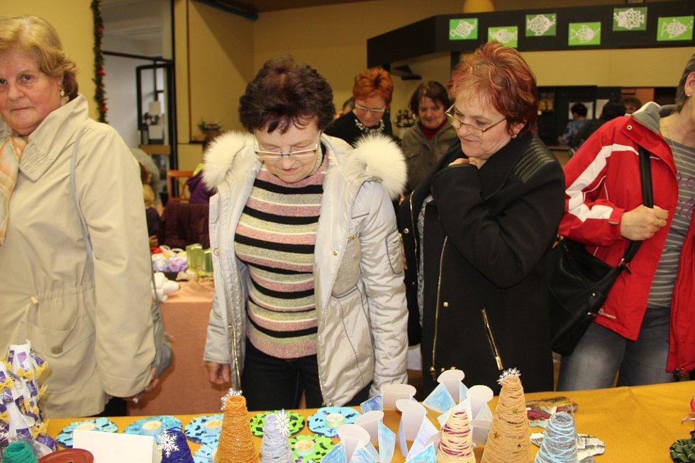 Tradiční adventní výstava se konala o víkendu ve Všechovicích na Hranicku.