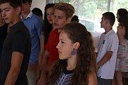 Žáci 9. A a 9. B ze Základní školy Struhlovsko si pro rodiče připravili taneční vystoupení i scénku na konec školního roku.