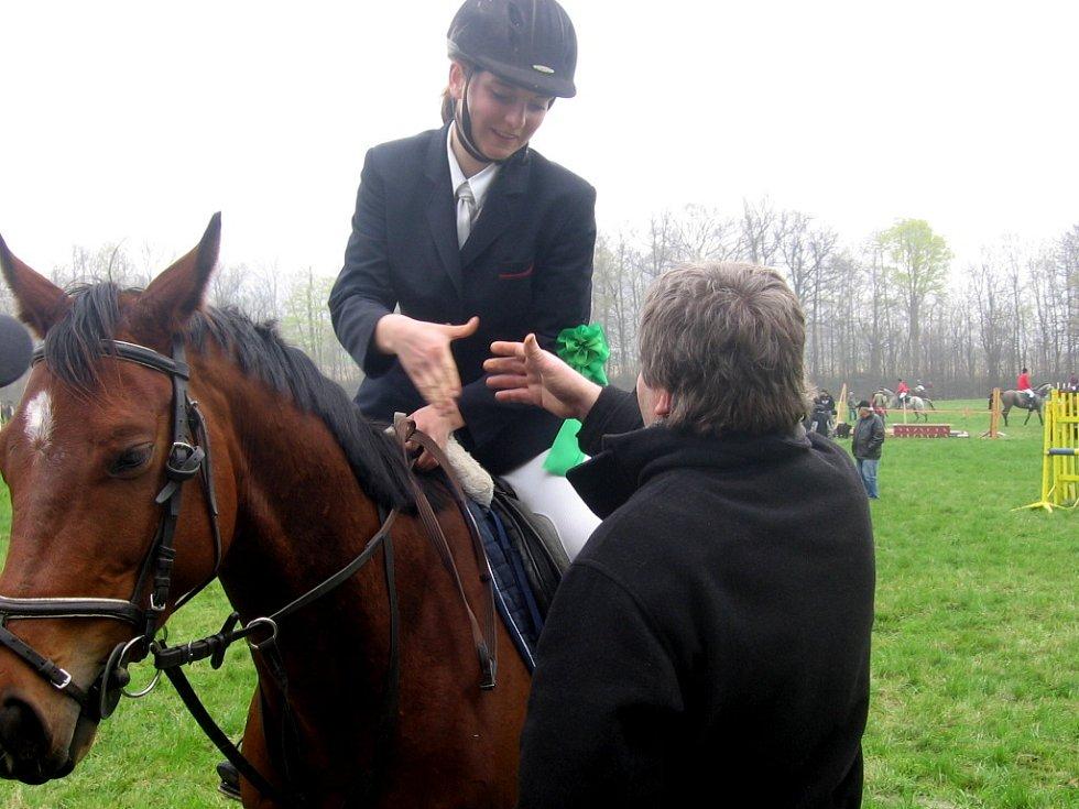 Jarní jezdecké závody – osmý ročník Memoriálu Ing. Karla Podařila a Cena města Hranic si nenechalo ujít 23 jezdeckých oddílů z celé Moravy a celkem 33 jezdců a koní.