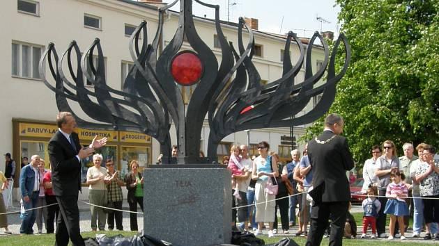Odhalení kovové lípy Tilie na lipnickém náměstí