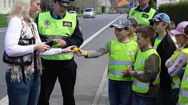 Hraničtí školáci rozdávali citrony příliš rychlým řidičům