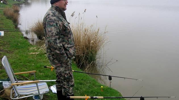 Celkem sto patnáct rybářů se zúčastnilo sobotních závodů v Býškovicích.