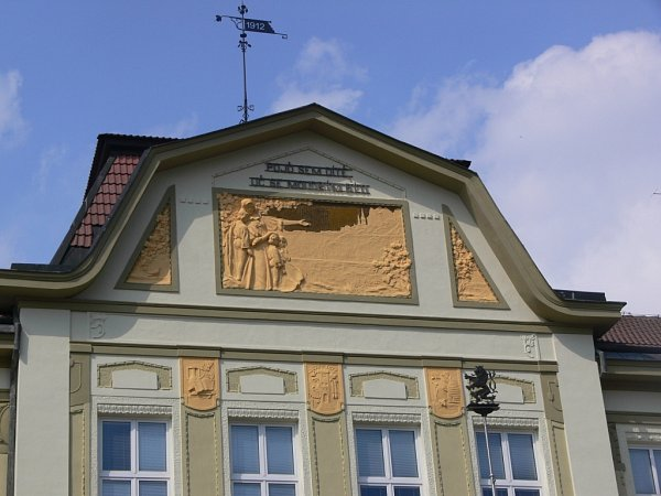 Škola vDrahotuších má sto let po otevření nový kabát.
