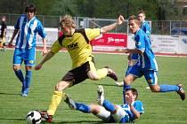 Starší dorost 1. FC Přerov (ve žlutočerném) porazil Havířov těsně 3:2.