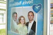 Přerované mají politiků akorát tak dost. Na náměstí Přerovského povstání a v Palackého ulici zdemoloval neznámý vandal vitríny ODS. Případem se zabývala i policie.