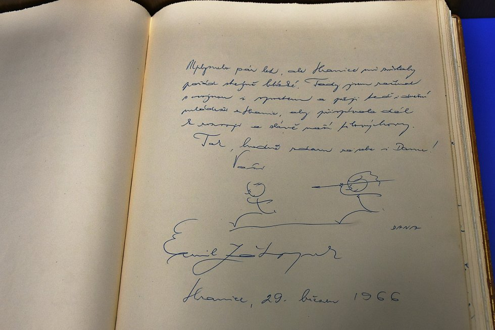 Zápis Emila Zátopka do Zlaté knihy města Hranic, kde v březnu 1966 vzpomínal na svoje začátky v Hranicích.