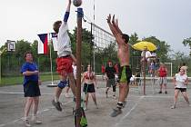 Dřevohostice (vlevo) vyhrály turnaj ve Velké.