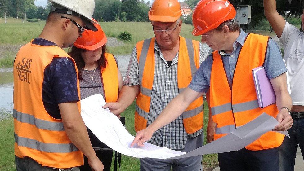 První úsek nové cyklostezky povede z teplického lázeňského parku k bývalému učilišti v Hranicích.