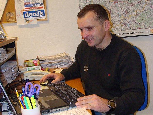 Pavel Novák mladší odpovídá v redakci Přerovského deníku čtenářům  on-line.