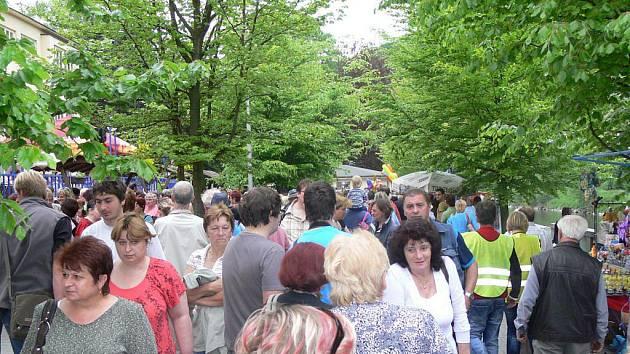 Slavnostní otevření lázeňské kolonády v Teplicích nad Bečvou.