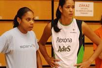 Dvojice brazilských volejbalistek ve službách VK Prostějov: vlevo kapitánka Solange Soaresová a vpravo nová posila na blok Vivi, celým jménem Viviane Soares Da Silva Oliveira Cris.