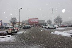 Hranice zasypal ve čtvrtek 30. listopadu první sníh.