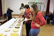 Ve Špičkách v sobotu 9. prosince hledali Špičkový koláč a slivovici. Odpoledne zpestřilo vystoupení místních dětí.
