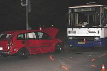 Dvaatřicetiletý řidič vyjel z podjezdu od Olomouce směrem k ulici Velká Dlážka. Na křižovatce nezastavil na značce Stop, dej přednost v jízdě.