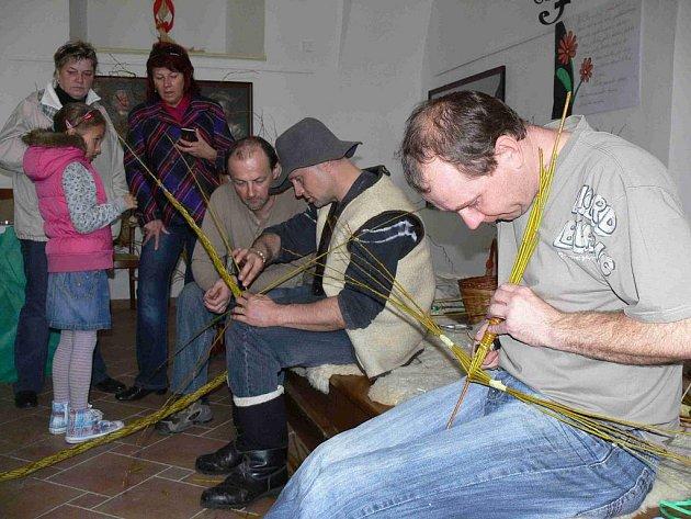 Pletení tataru na hustopečském zámku