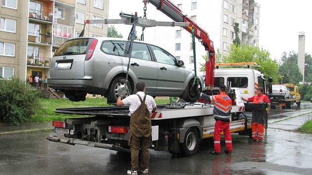 Řidič, který nerespektoval zákazovou značku, své auto v pátek 19. června na parkovišti nenašel.