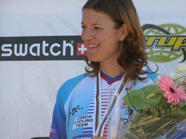 Jana Horáková právě převzala bronzovou medaili.