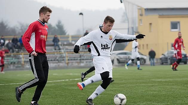 Fotbalisté SK Hranice (v bílém) v přípravném utkání proti Šternberku. Ilustrační foto