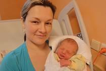 Bedřich Hýža s maminkou Janou, Hranice, narozen 24. května v Olomouci, míra 50 cm, váha 3160 g
