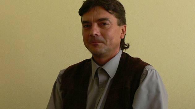 Každý den hovoří Radek Pospíchal s lidmi, kteří se dostali do nelehké životní situace.