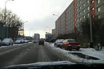 Ve čtvrtek rozježděný sníh pokrýval celou cestu a místy nebyly vidět ani jízdní pruhy.
