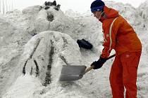 Sněhové sochy žáků ZUŠ na výjezdu z Masarykova náměstí
