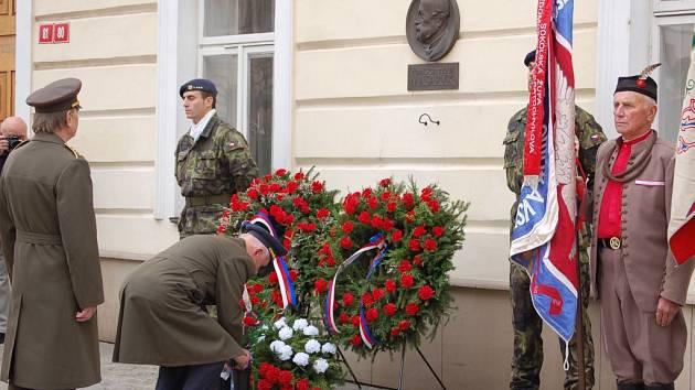 28. říjen: kladení věnců na Masarykově náměstí v Přerově