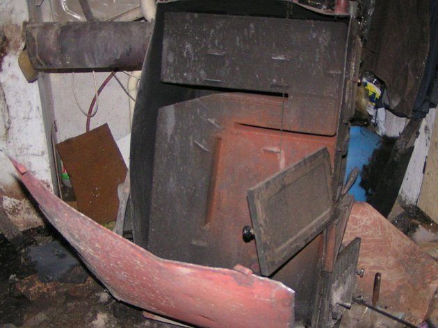 Výbuch zasáhl pouze místnost kotelny.