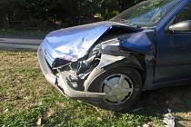Šedesátiletý řidič způsobil v sobotu v Drahotuších dopravní nehodu, při níž poškodil dvě osobní auta a oplocení domu.