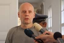 U Okresního soudu v Přerově začalo v úterý 13. května hlavní líčení se dvěma obžalovanými Romanem Vaškůjem a Petrem Šmiřákem (na snímku).