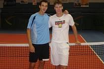 Tomáš Berdych (vpravo) si přijel do Přerova potrénovat s Lukášem Rosolem.