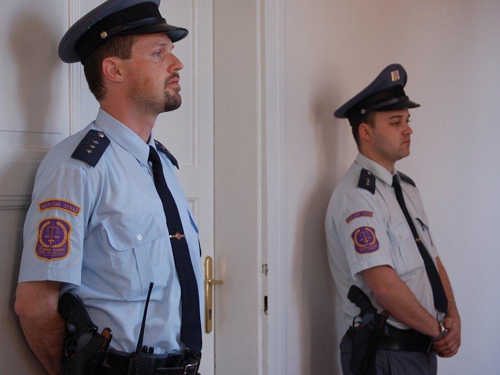 U Okresního soudu v Přerově začalo v úterý 13. května hlavní líčení se dvěma obžalovanými Romanem Vaškůjem a Petrem Šmiřákem.