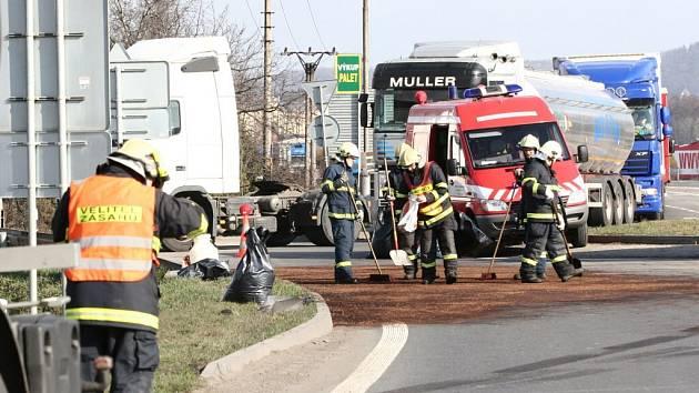 Ve čtvrtek 28. února kolem poledne došlo k dopravní nehodě na kruhovém objezdu U Jakuba v Drahotuších na Hranicku.