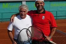 Hráči Clubu Tennis Hranice A, zleva Kádě, Gajdoš.