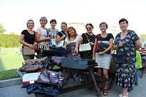 Darovat kabelky do Kabelkového veletrhu Deníku se rozhodly učitelky ze Základní školy 1. máje v Hranicích.